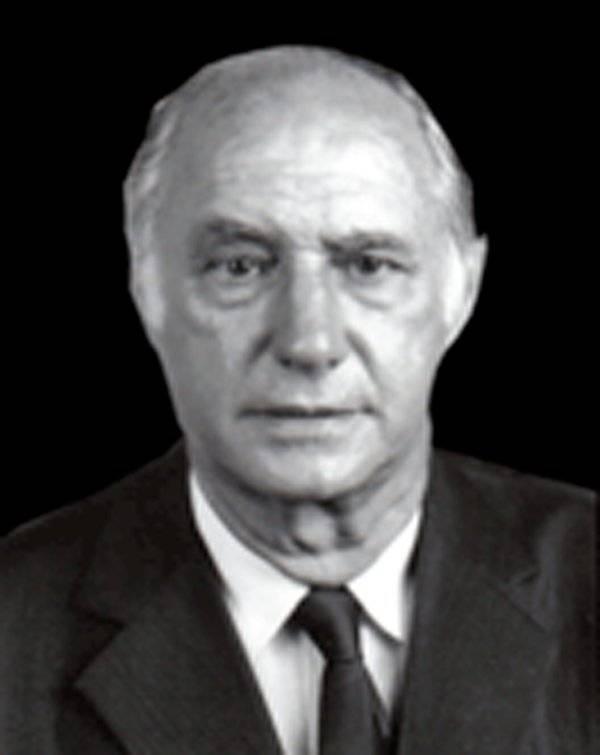 12 Alfredo Cazarini